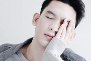man holding head, different types of headache